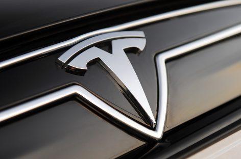 Tesla опасен для велосипедистов