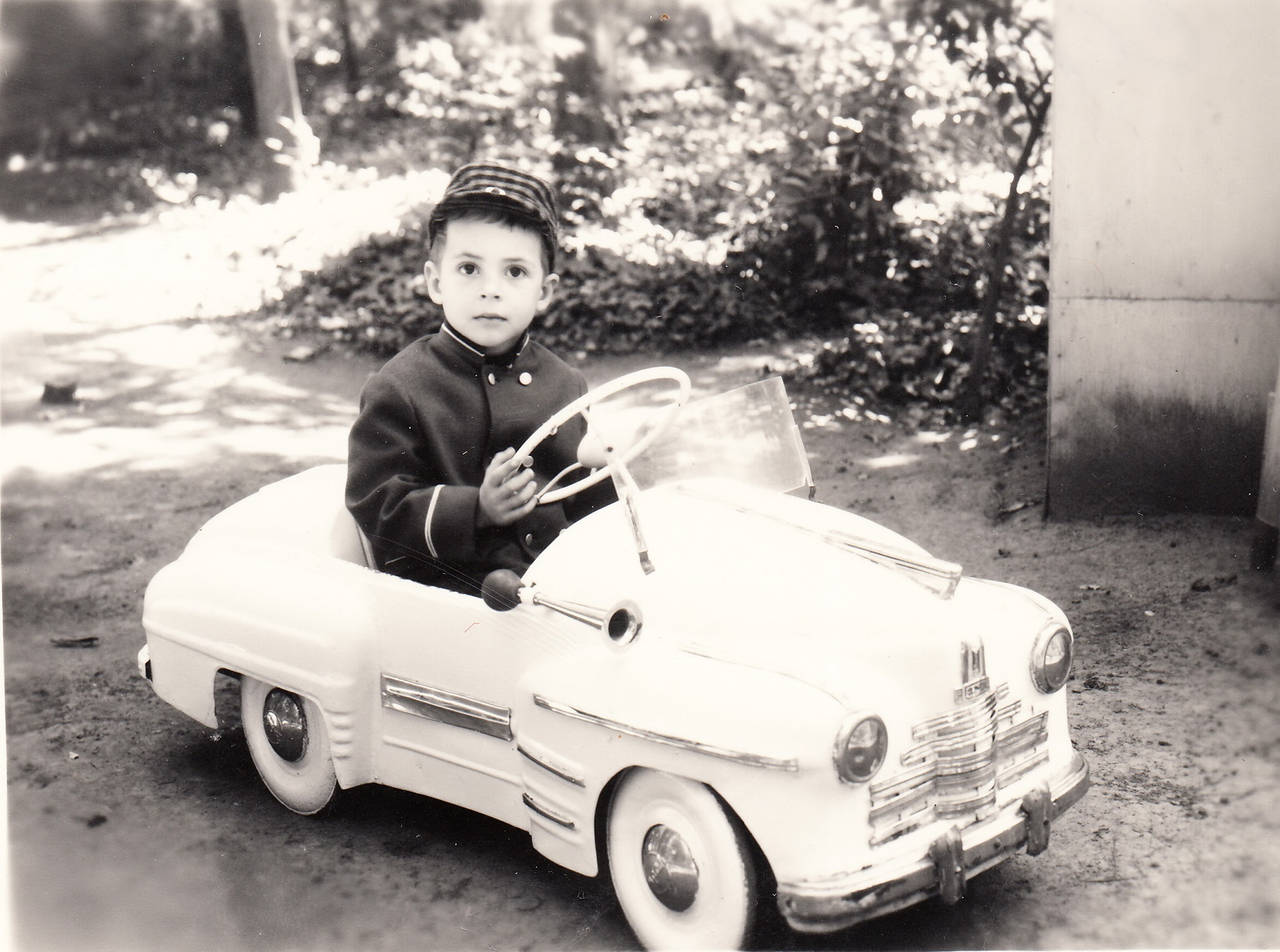 Сергей Асланян за рулем педальной машины. 1970 год.