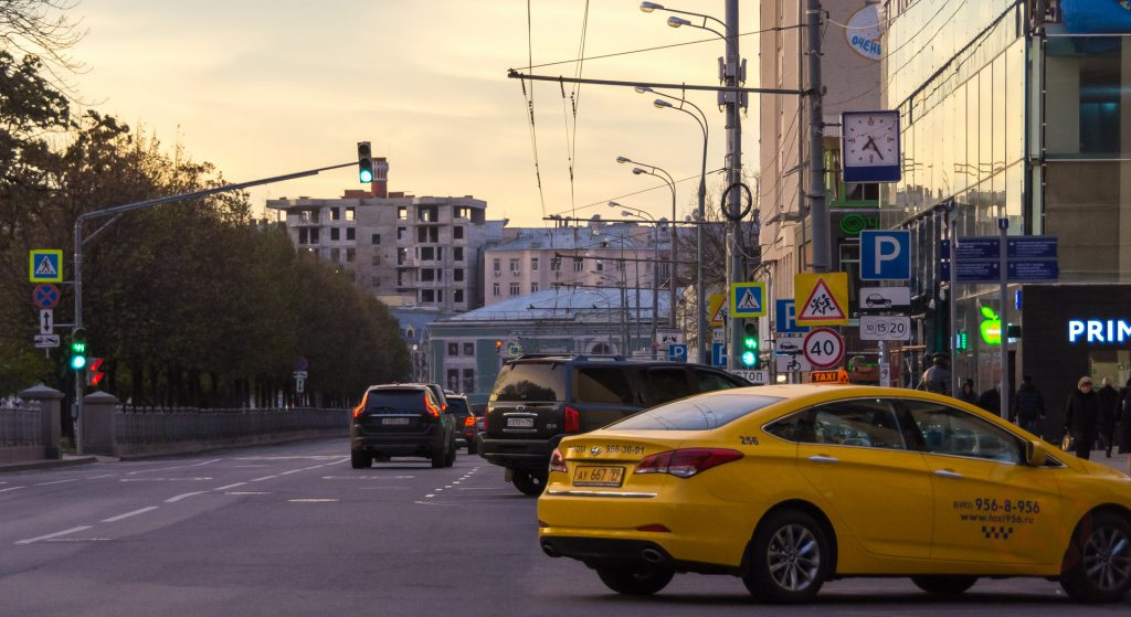 Дороги Москвы, осень, такси, Цветной бульвар