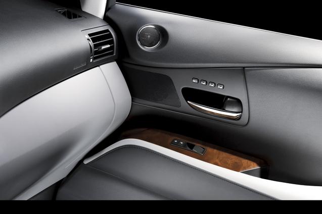 rx_450h_door_interior_2__mid