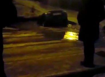 Она утонула: Lada Kalina пропала в уфимской луже