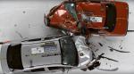 В США провели краш-тест старого и современного Nissan