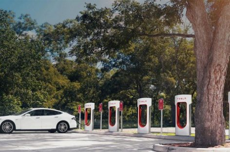 Tesla установит зарядные станции для электрокаров в домах своих клиентов