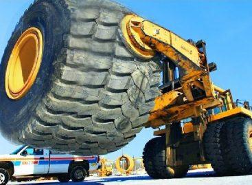 Высокотехнический ремонт Гигантской шины за 30 000 долларов