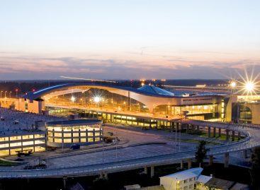В московских аэропортах задерживаются более 25 рейсов