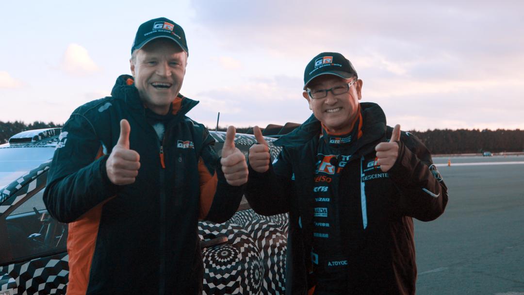 Томми Мякинен, Руководитель команды TOYOTA GAZOO Racing WRC (слева), Акио Тойода, Президент Тойота Мотор Корпорэйшн и Генеральный директор TOYOTA GAZOO Racing WRC (справа)