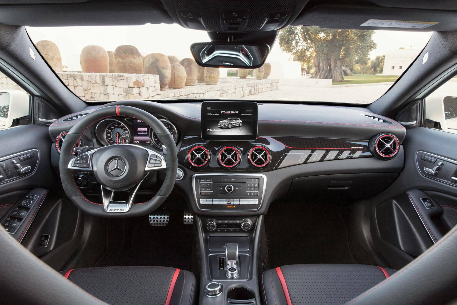 Mercedes-AMG GLA 45 4MATIC, Interieur, DINAMICA schwarz ;Kraftstoffverbrauch kombiniert:  7,4 l/100 km, CO2-Emissionen kombiniert: 172 g/km Mercedes-AMG GLA 45 4MATIC, Interieur, DINAMICA schwarz; Fuel consumption combined:  7,4 l/100 km; Combined CO2 emissions: 172 g/km