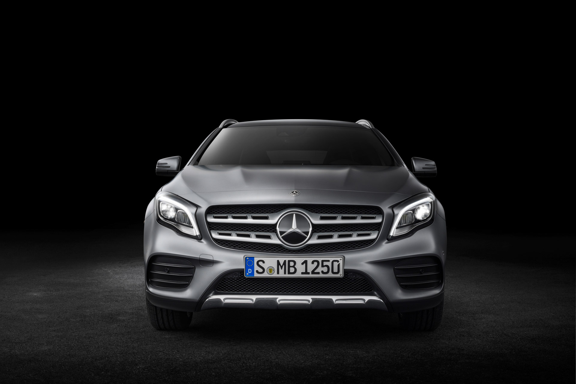 Mercedes-Benz GLA 250 4MATIC, AMG Line, Mountaingrau magno, Studioaufnahme ;Kraftstoffverbrauch kombiniert: 6,5 l/100 km, CO2-Emissionen kombiniert: 152 g/km Mercedes-Benz GLA 250 4MATIC, AMG Line, mountain grey magno, studio shot; Fuel consumption combined:  6.5 l/100 km; Combined CO2 emissions: 152 g/km
