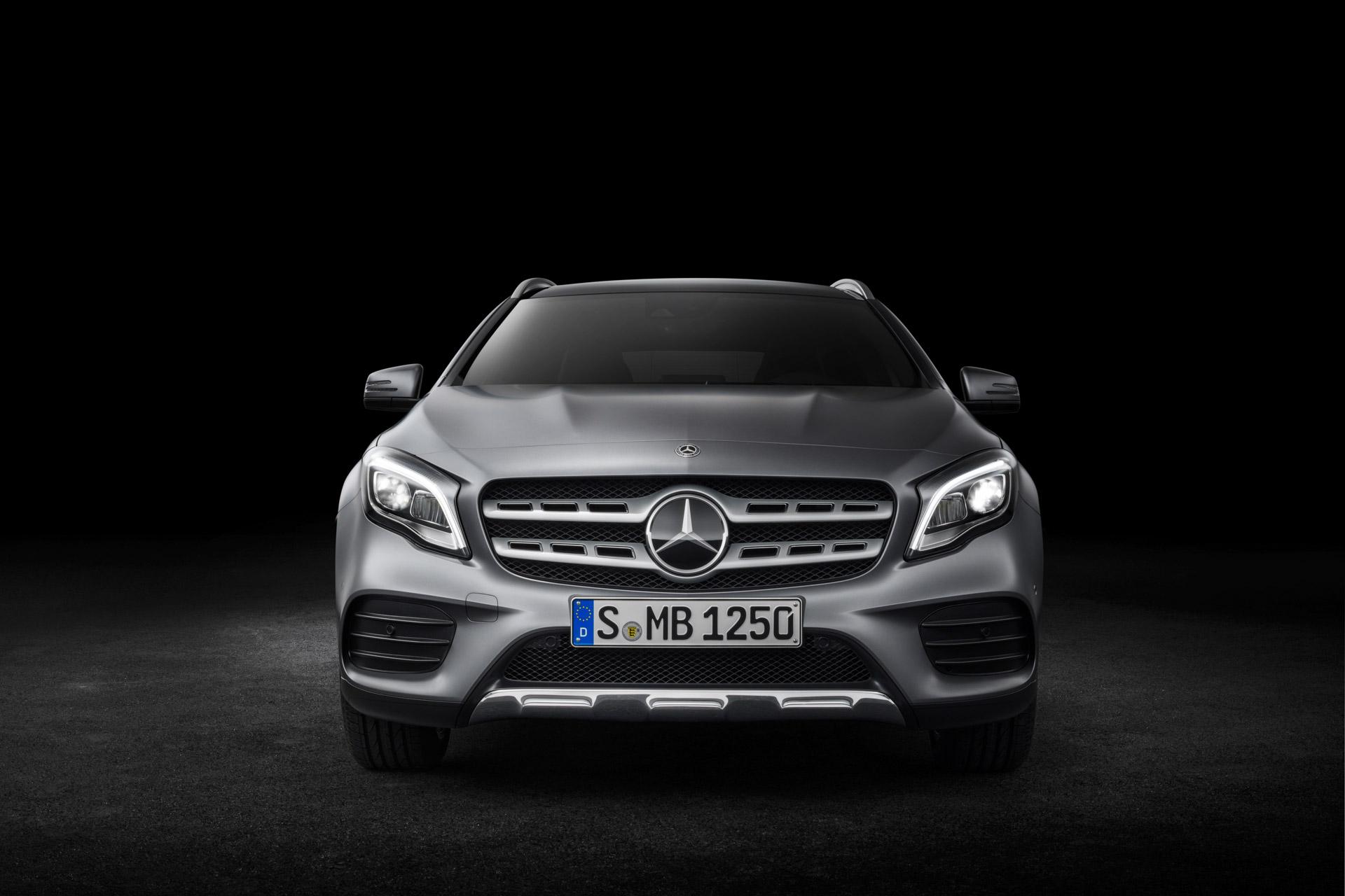 Mercedes-Benz GLA 250 4MATIC, AMG Line, Mountaingrau magno, Studioaufnahme ;Kraftstoffverbrauch kombiniert: 6,5 l/100 km, CO2-Emissionen kombiniert: 152 g/km Mercedes-Benz GLA 250 4MATIC, AMG Line, mountain grey magno, studio shot; Fuel consumption combined:  6.5 l/100 km; Combined CO2 emissions: 152 g/km