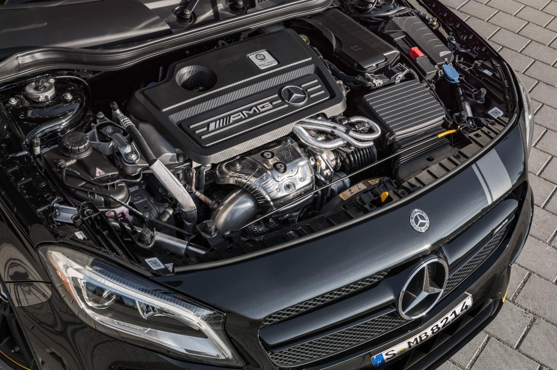 Mercedes-Benz AMG GLA 45 4MATIC Yellow Night Edition, cosmosschwarz ;Kraftstoffverbrauch kombiniert: 7,4 l/100 km, CO2-Emissionen kombiniert: 172 g/km Mercedes-Benz AMG GLA 45 4MATIC Yellow Night Edition, cosmos black; Fuel consumption combined:  7.4 l/100 km; Combined CO2 emissions: 172 g/km