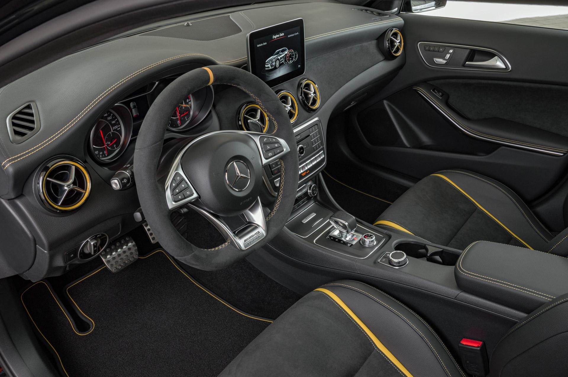 Mercedes-Benz AMG GLA 45 4MATIC Yellow Night Edition, cosmosschwarz, Innenausstattung: ARTICO/Mikrofaser DINAMICA ;Kraftstoffverbrauch kombiniert: 7,4 /100 km, CO2-Emissionen kombiniert: 172 g/km Mercedes-Benz AMG GLA 45 4MATIC Yellow Night Edition, cosmos black, Interior: ARTICO/microfibre DINAMICA; Fuel consumption combined:  7.4 l/100 km; Combined CO2 emissions: 172 g/km