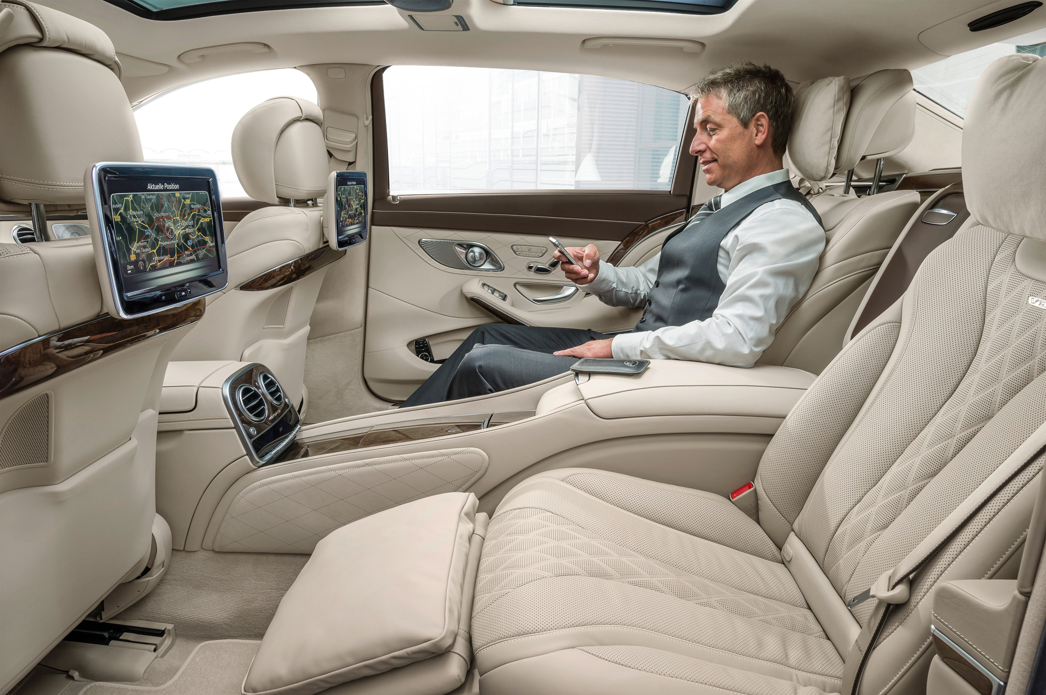 2016-Mercedes-Maybach-S600-rear-interior-seats-02