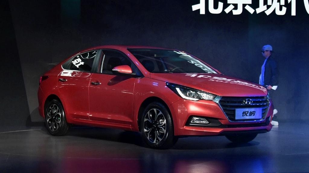 2017-Hyundai-Verna-red