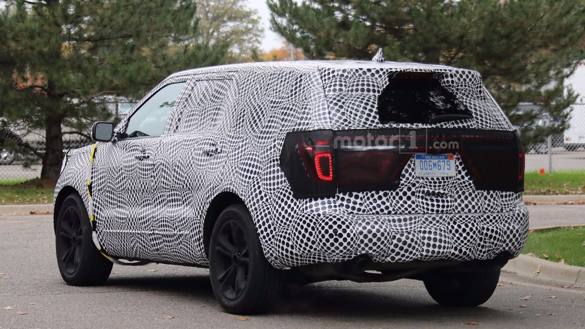 2019-Ford-Explorer-Spied-Redesign-4