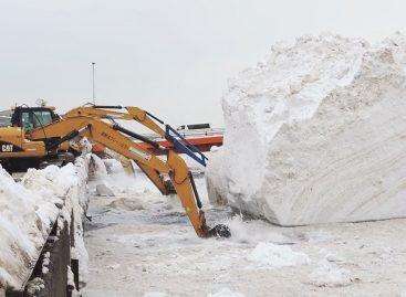 Необычная уборка снега в Японии