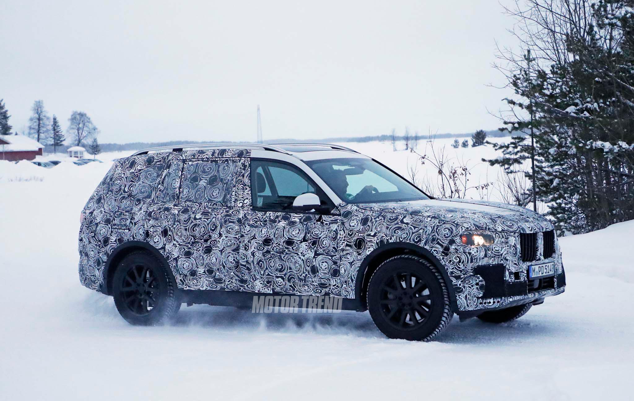 BMW-X7-prototype-front-three-quarter-07