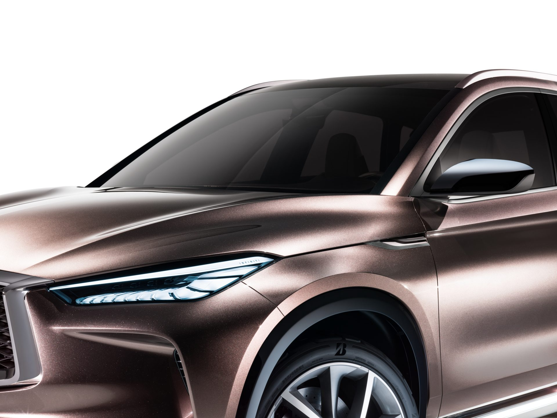 Demonstrating how the design of the 2016 QX Sport Inspiration, its conceptual forebear, could be adapted for a future production model, the QX50 Concept confidently articulates INFINITI's 'Powerful Elegance' design language. A 'cabin-forward' silhouette combines with muscular lines and flowing surfaces to telegraph its purpose as a dynamic and practical crossover.