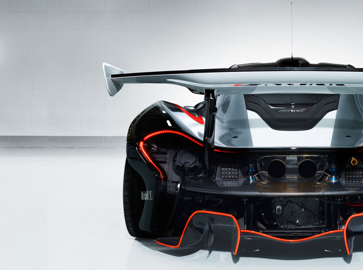 McLaren-P1-GTR-Workshop-8