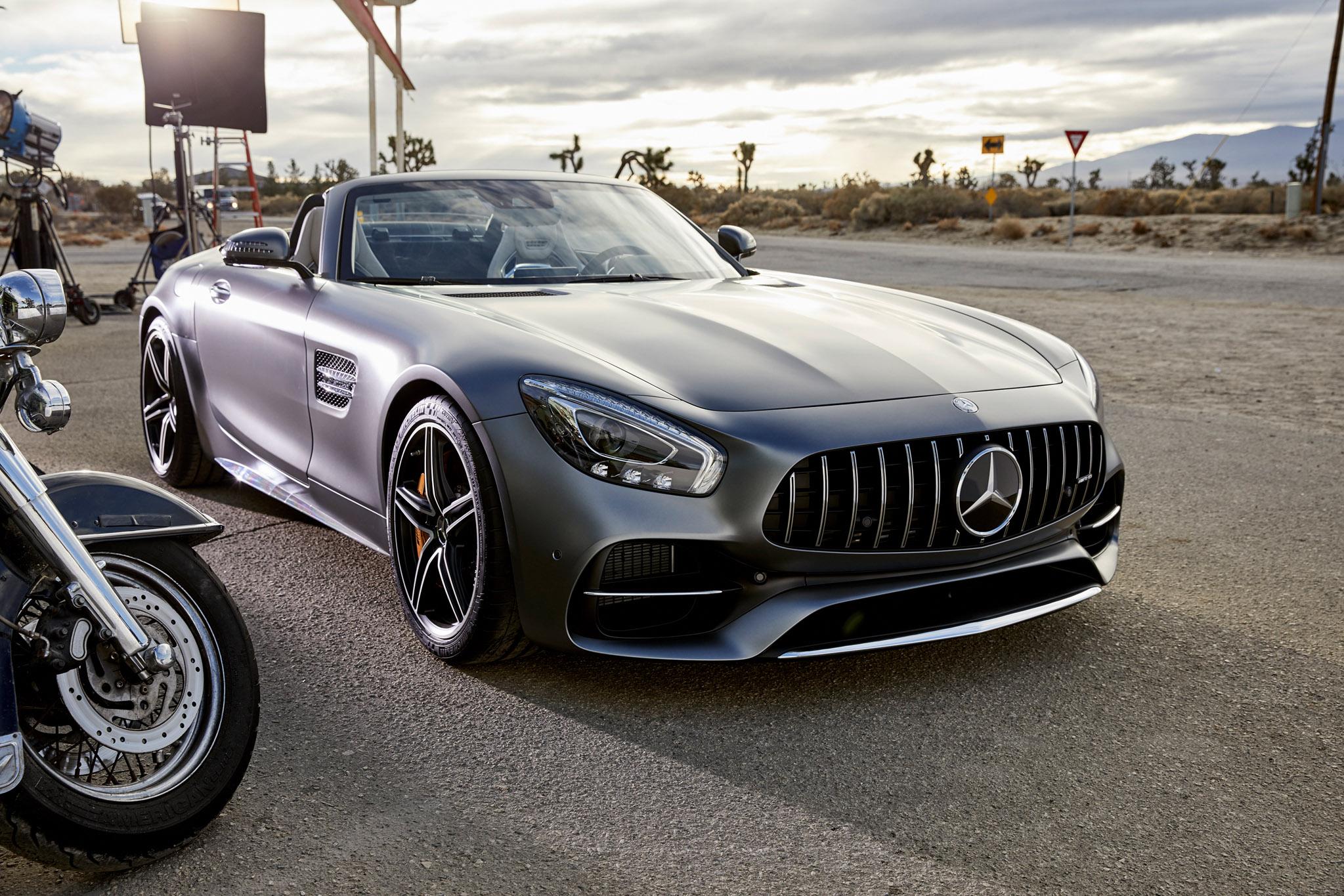 """Mercedes-AMG Film beim US-amerikanischen Football-Finale: """"Easy Driver"""""""