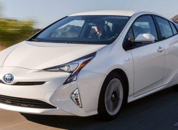 В Россию возвращается Toyota Prius