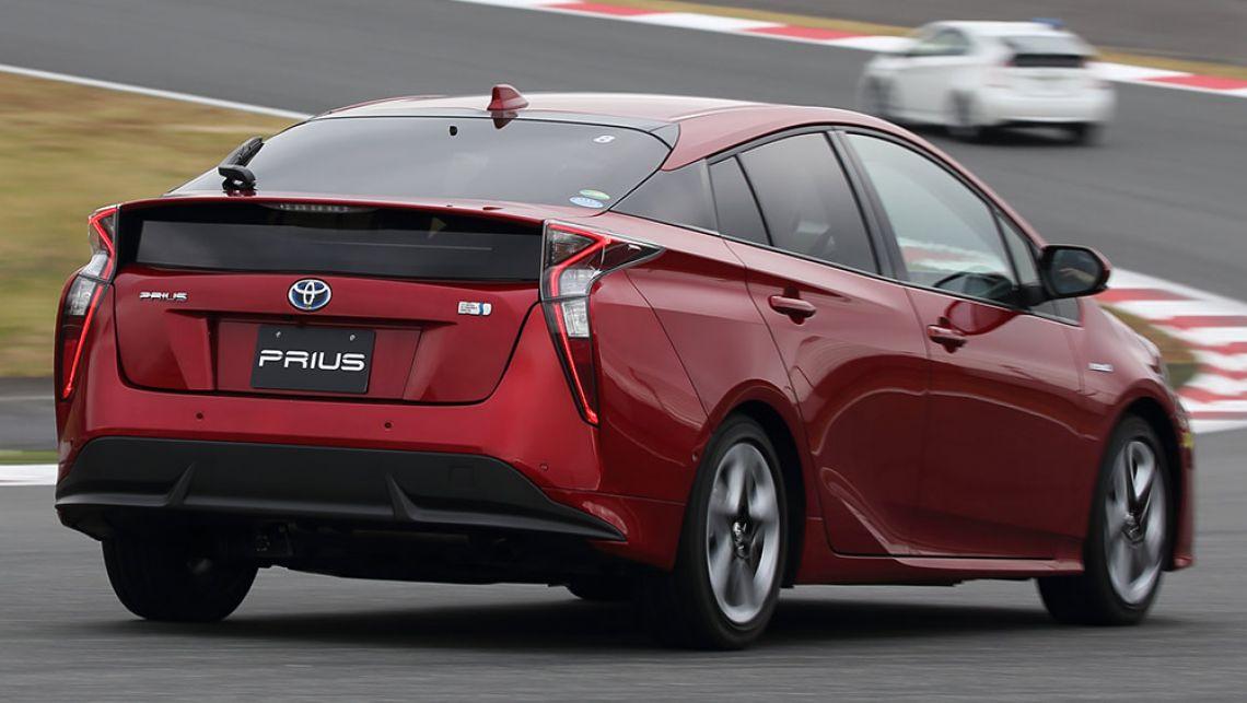 Toyota-Prius-2016-(2)