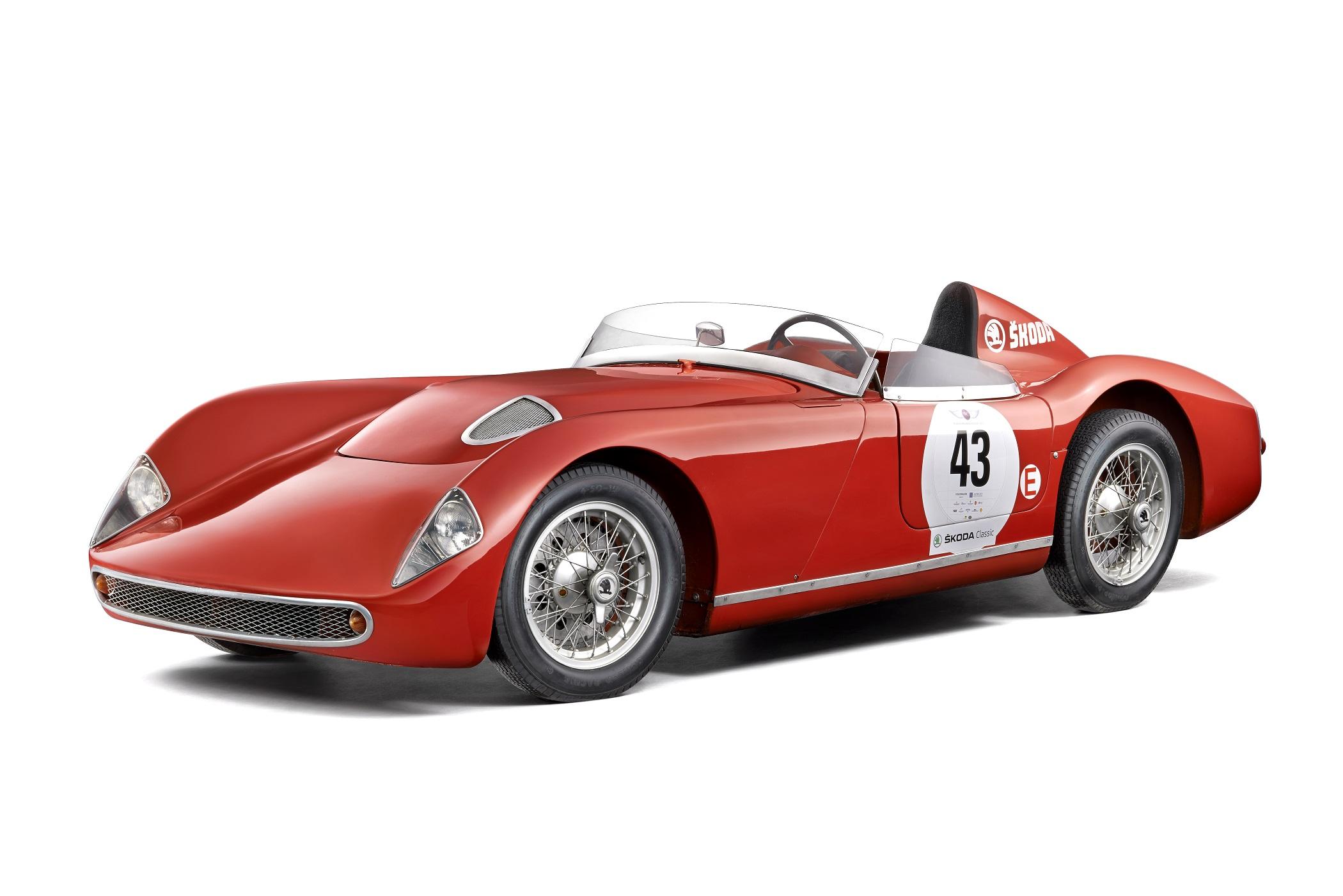 К декабрю 1957 года было выпущено два экземпляра гоночного родстера ŠKODA 1100 OHC, который развивал максимальную скорость до 200 км/ч.