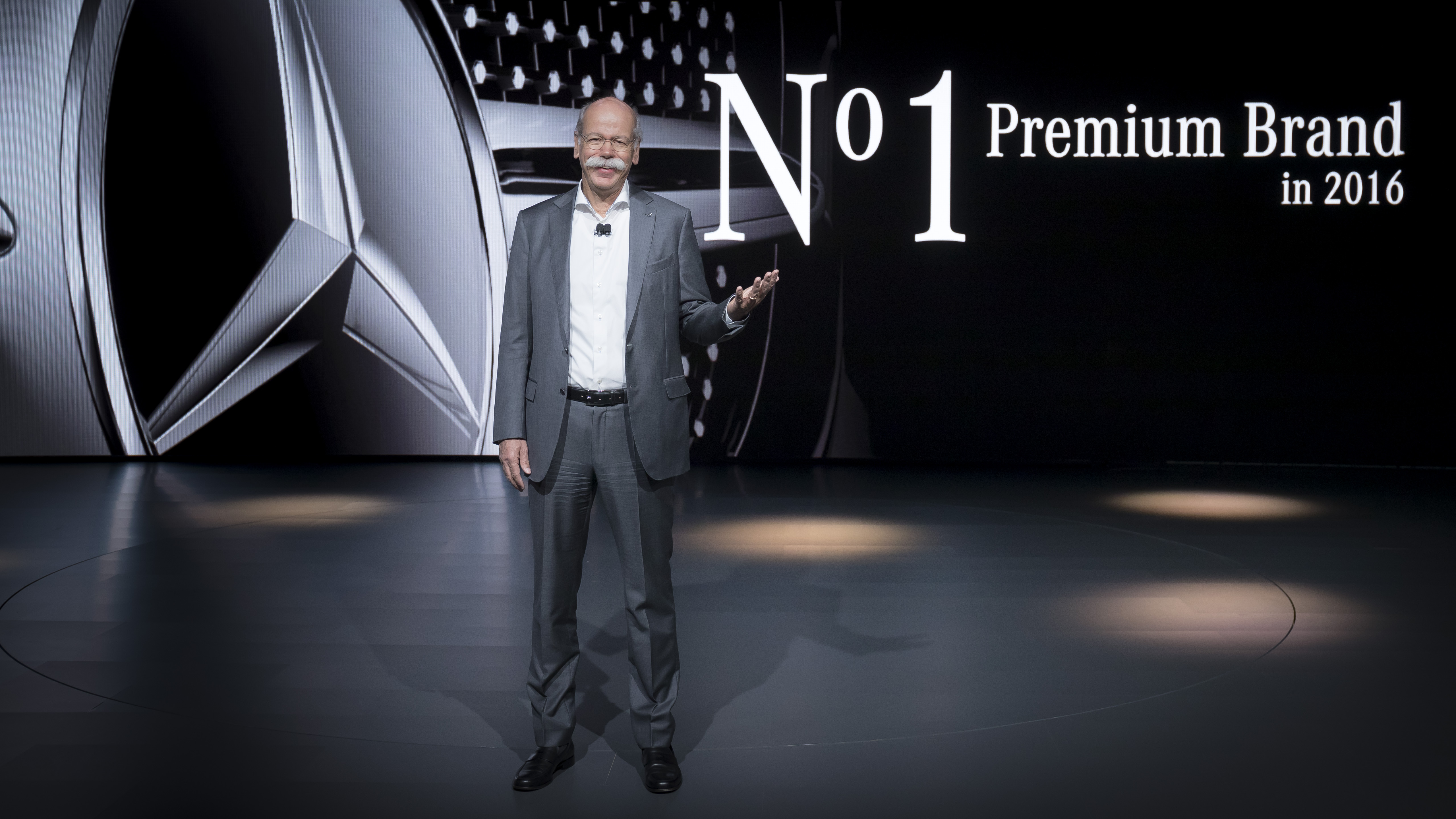 Dr. Dieter Zetsche, Vorstandsvorsitzender der Daimler AG und Leiter Mercedes-Benz Cars auf der North American International Auto Show in Detroit.Dr. Dieter Zetsche, Chairman of the Board of Management of Daimler AG and Head of Mercedes-Benz Cars at the No