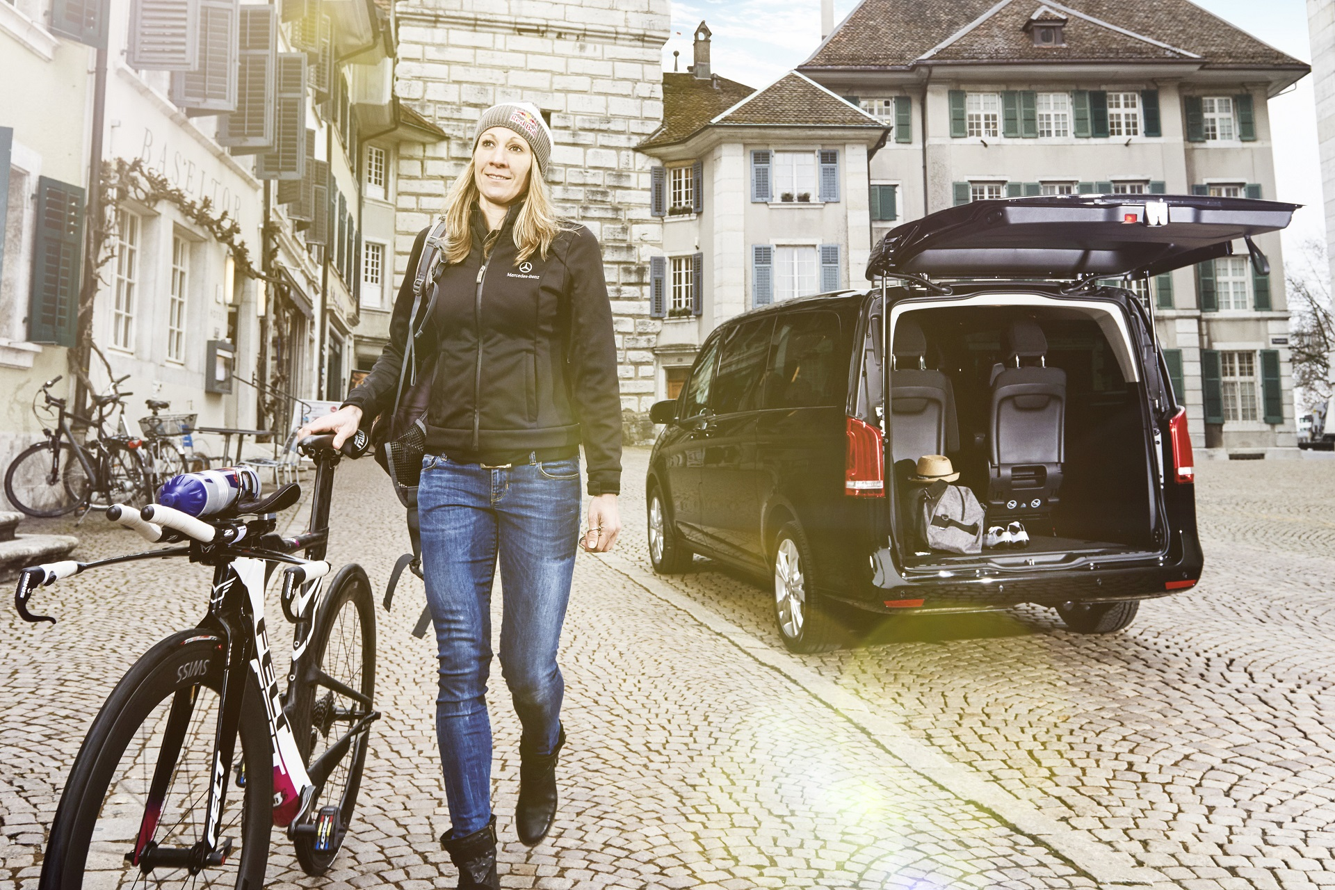 Stylish appearance at races, generous space for equipment: Daniela Ryf, professional triathlete and new brand ambassador for Mercedes-Benz Vans, with her V-Class.;