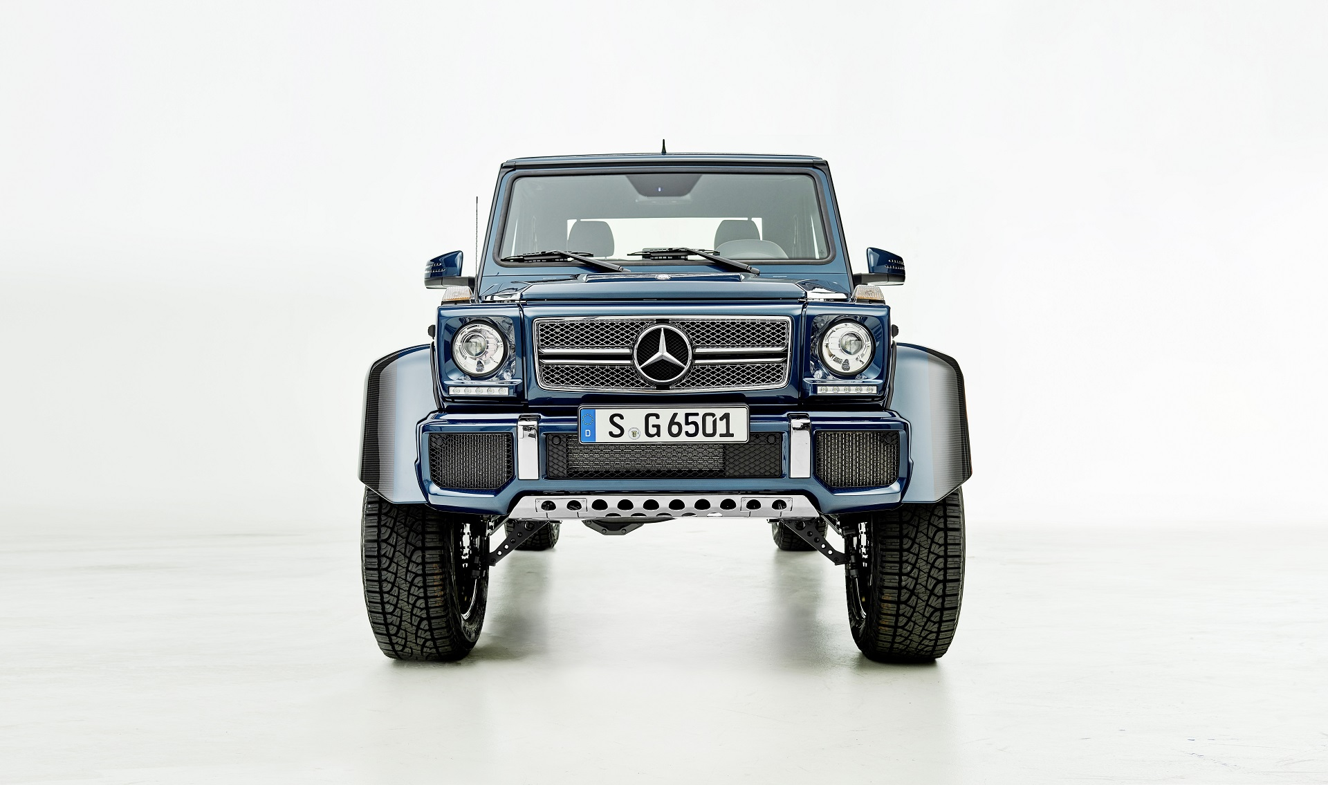 Mercedes-Maybach G 650 Landaulet; *Fuel consumption combined: 17.0 l/100 km, CO2 emissions combined: 397 g/km
