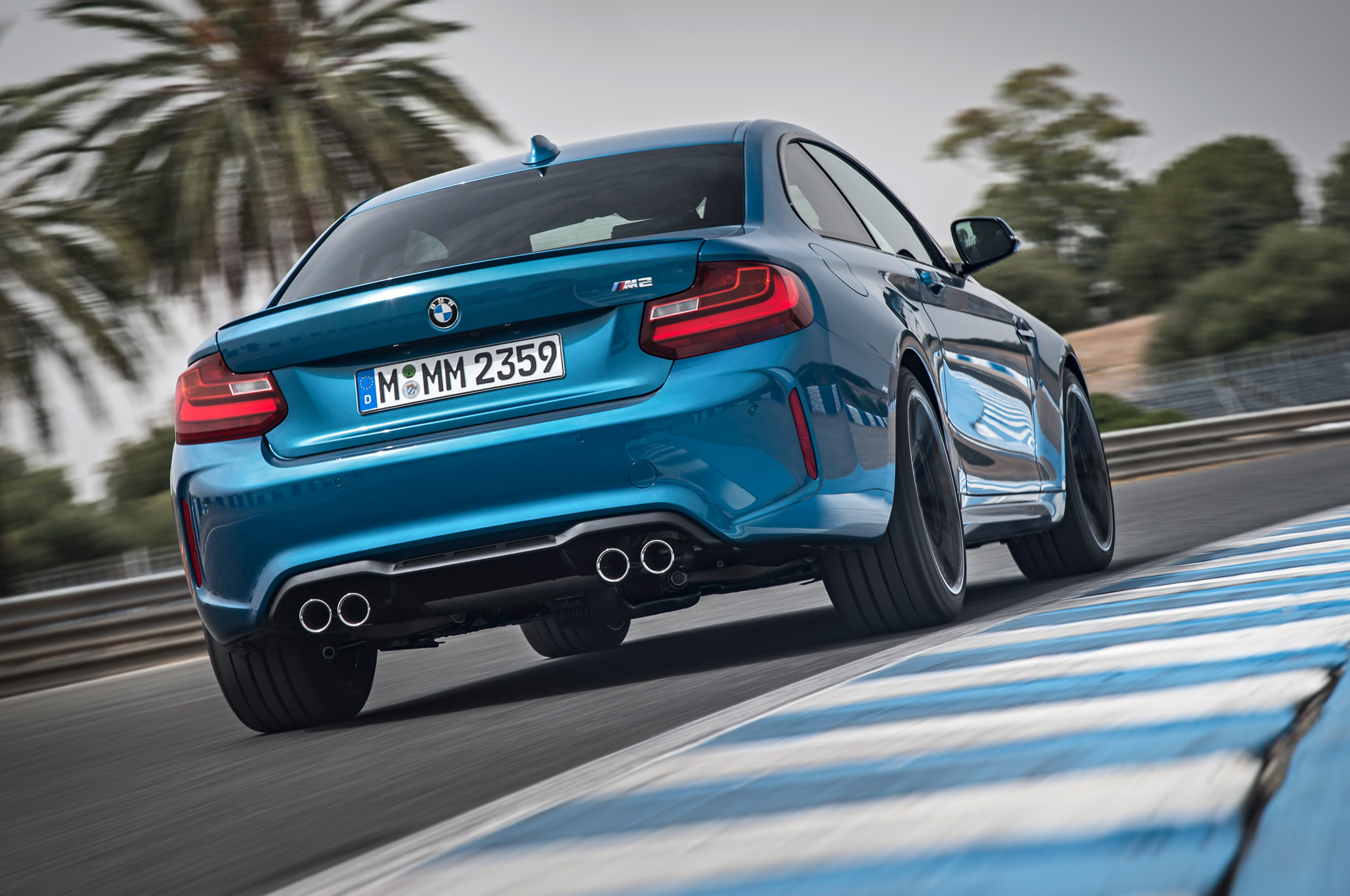2016-BMW-M2-Coupe-rear-three-quarter-in-motion-022