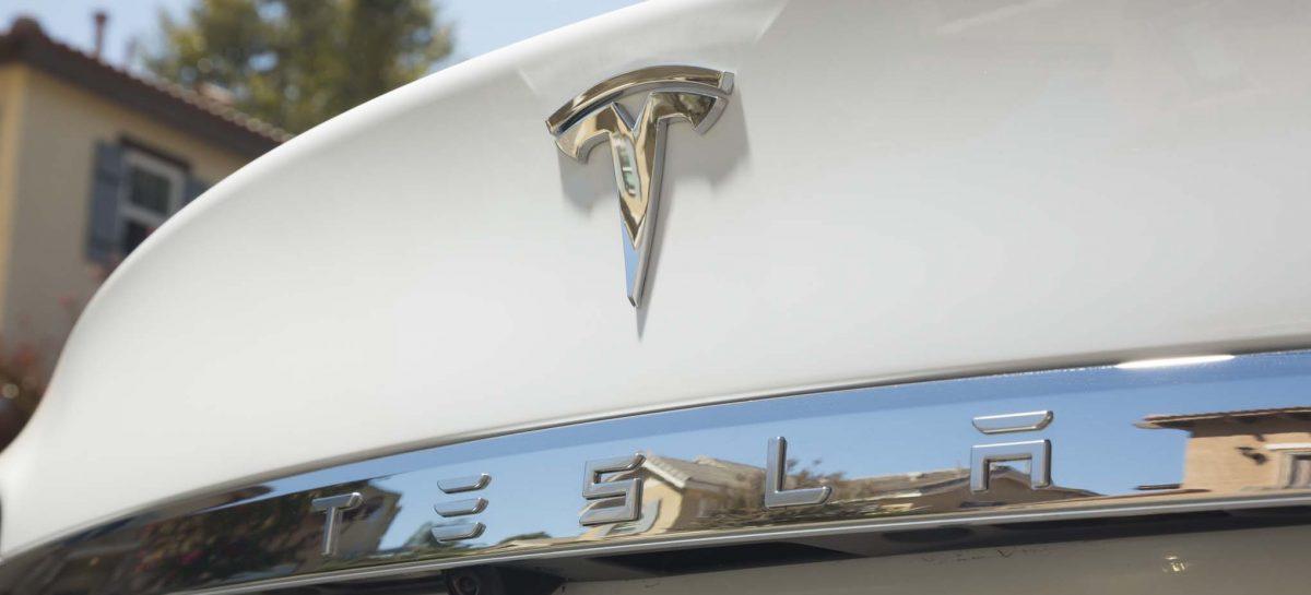 """Tesla официально убрала из названия слово """"Motors"""""""