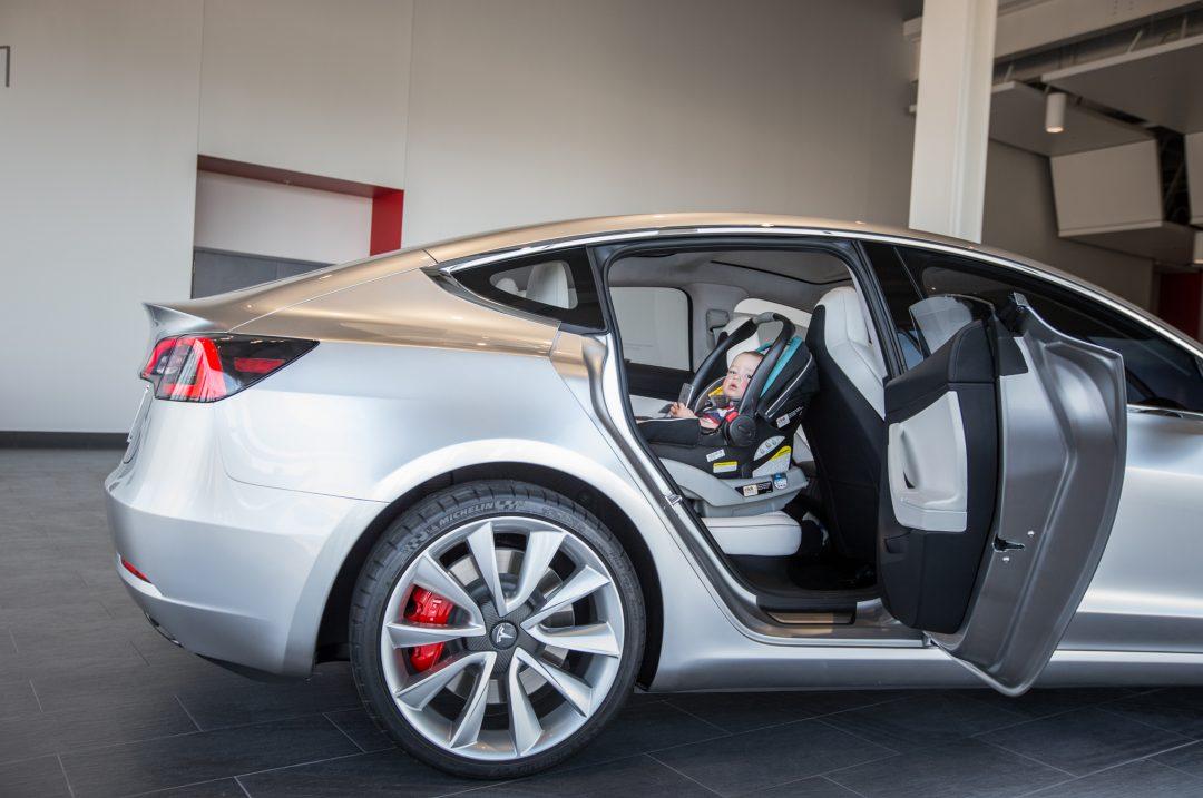 2017-Tesla-Model-3-baby-car-seat