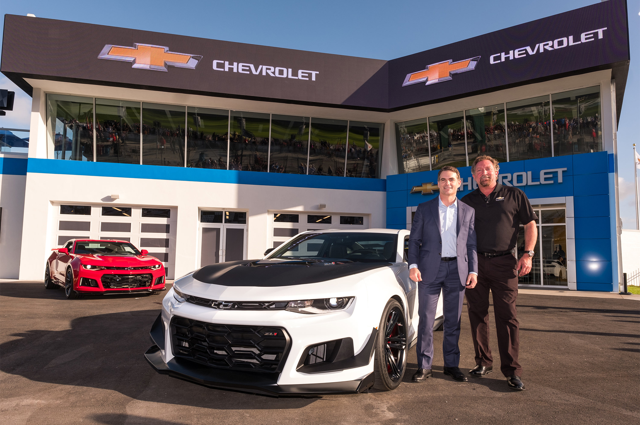 2018-Chevrolet-Camaro-ZL1-1LE-reveal-Jeff-Gordon-and-Al-Oppenheiser