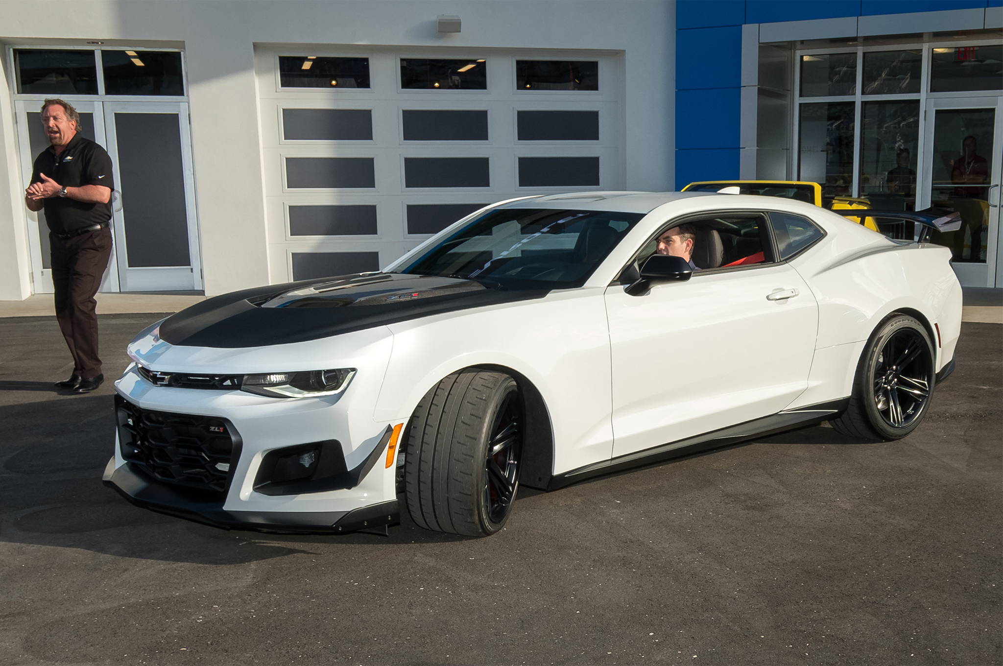 2018-Chevrolet-Camaro-ZL1-1LE-reveal-front-three-quarter