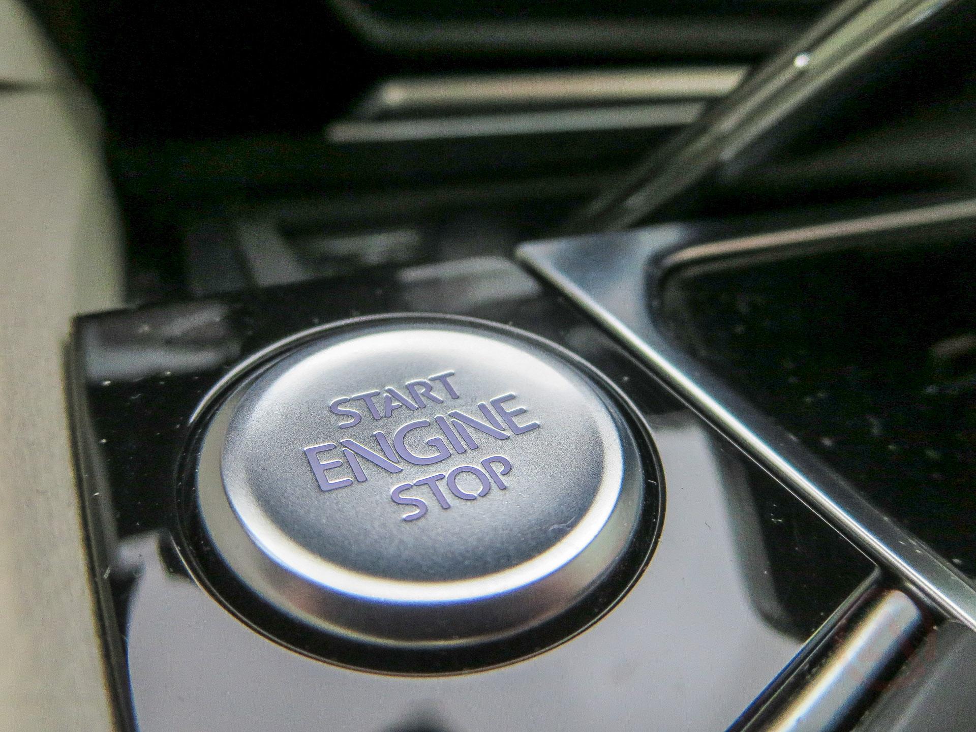 Кнопка Start Engine