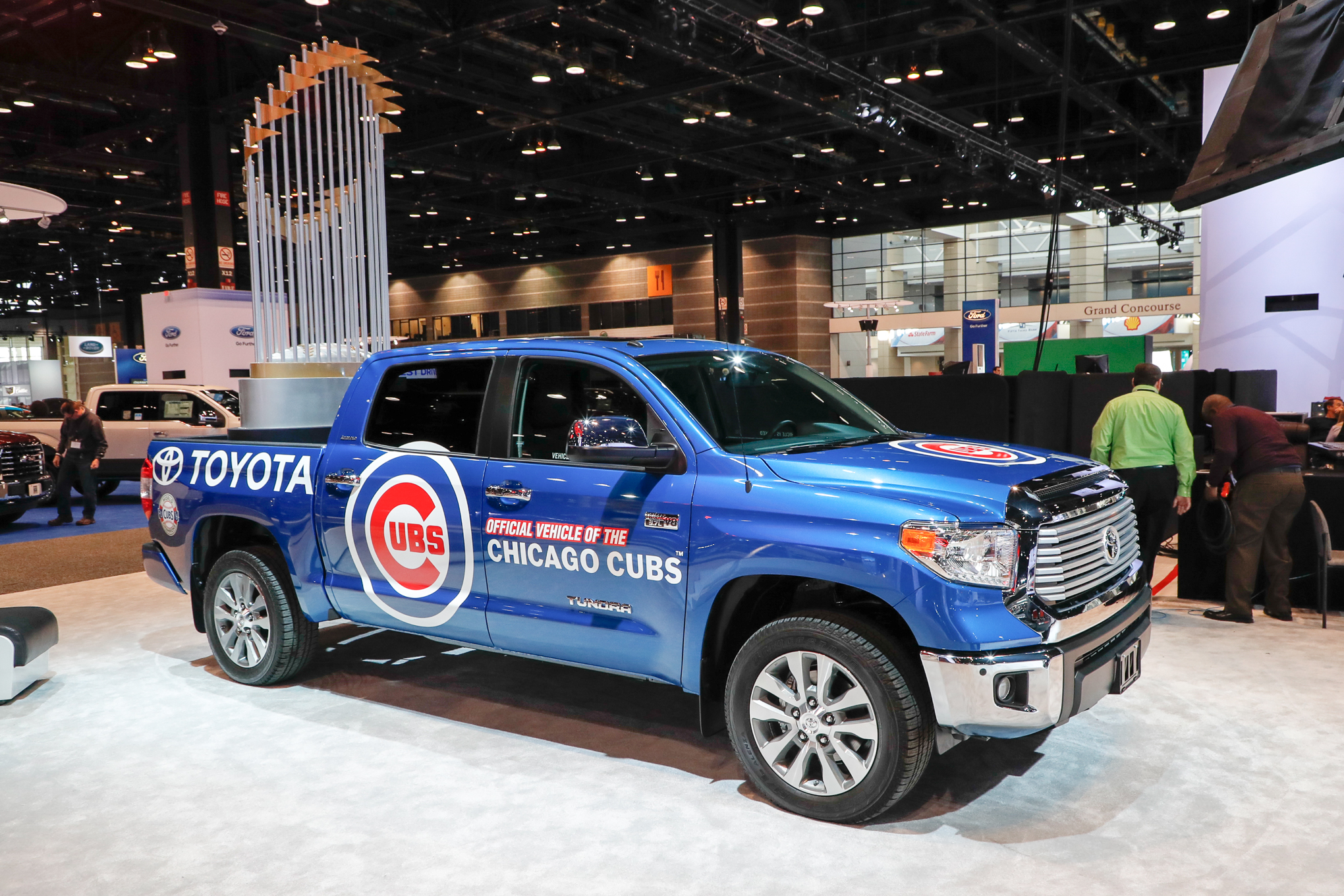 Toyota-Tundra-Chicago-Cubs-truck-front-three-quarter