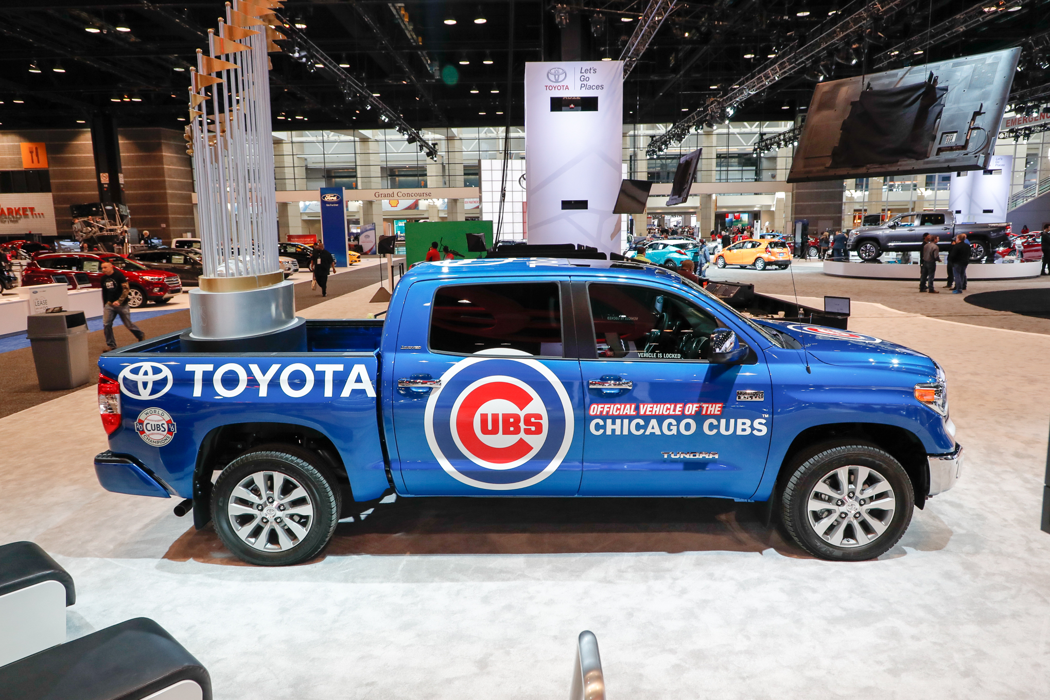 Toyota-Tundra-Chicago-Cubs-truck-side