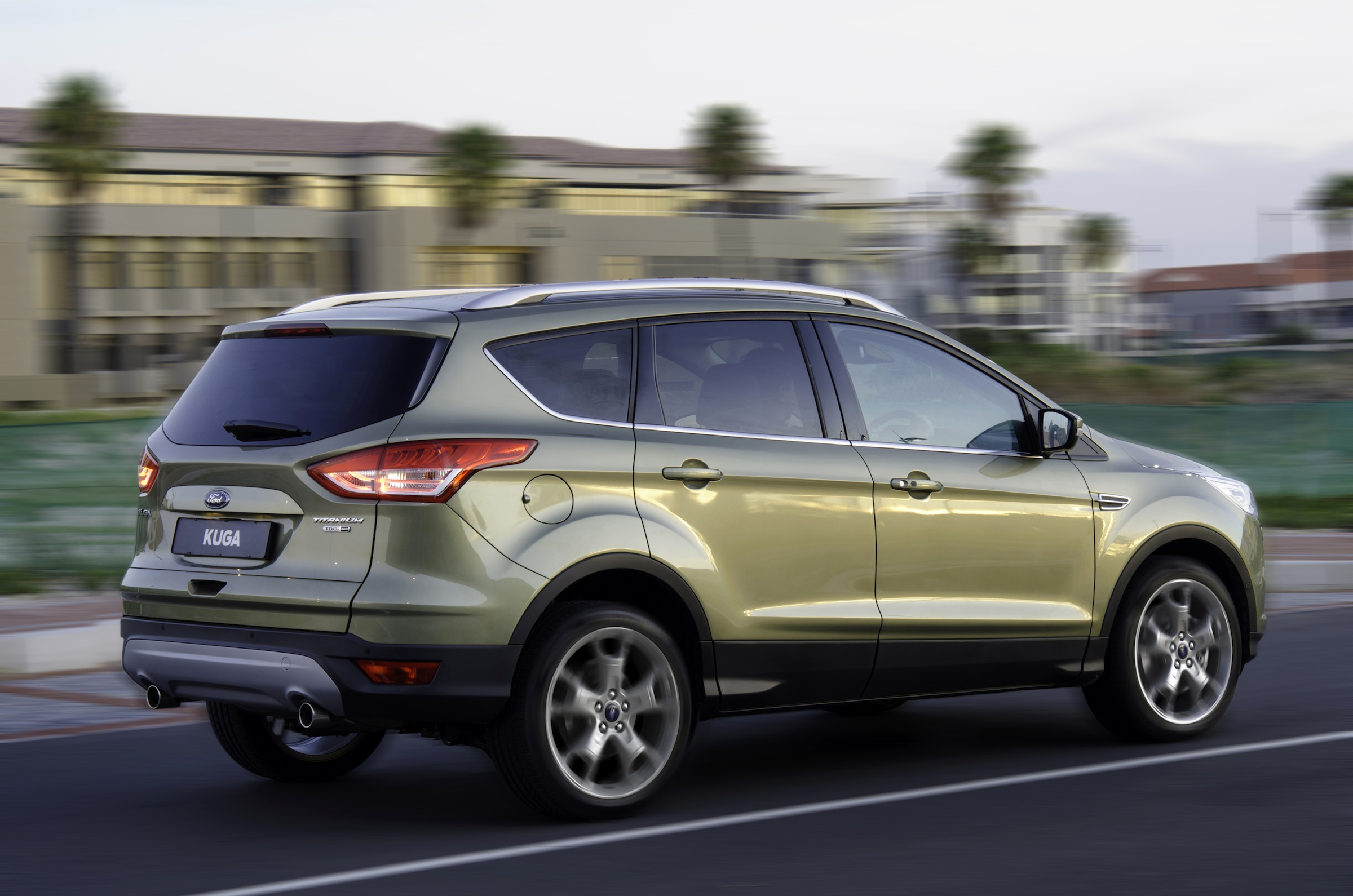 экстерьер-Ford-Kuga-2014-2015-4