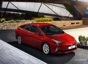 Toyota начинает прием заказов на новый Prius в России