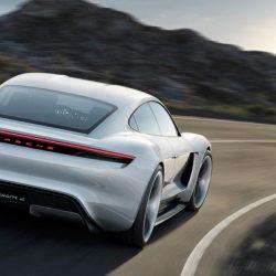 Как Porsche испытывает автомобили
