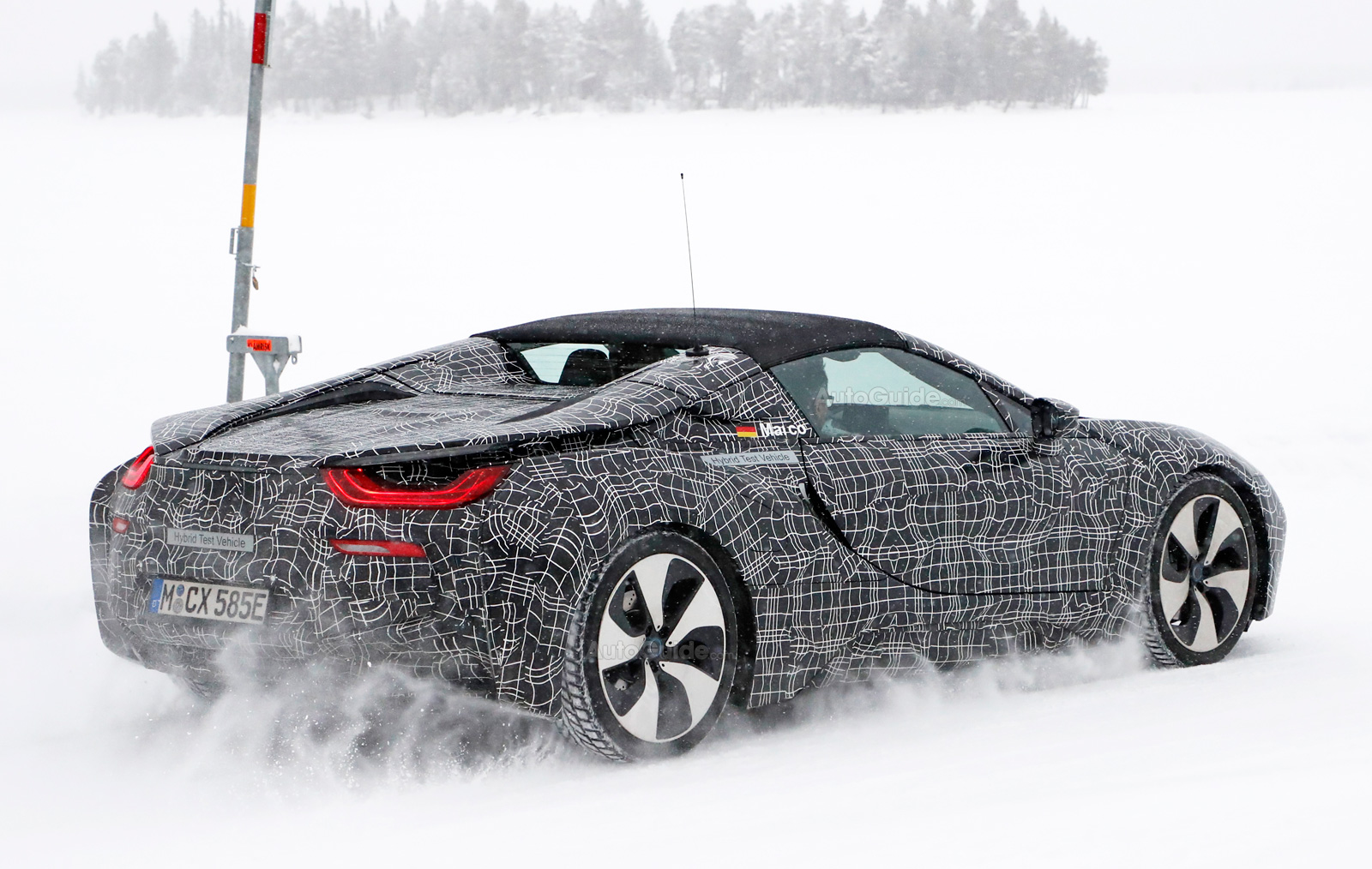 bmw-i8-spyder-spy-photos-08