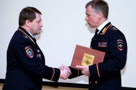 Нилову подарили Макарова