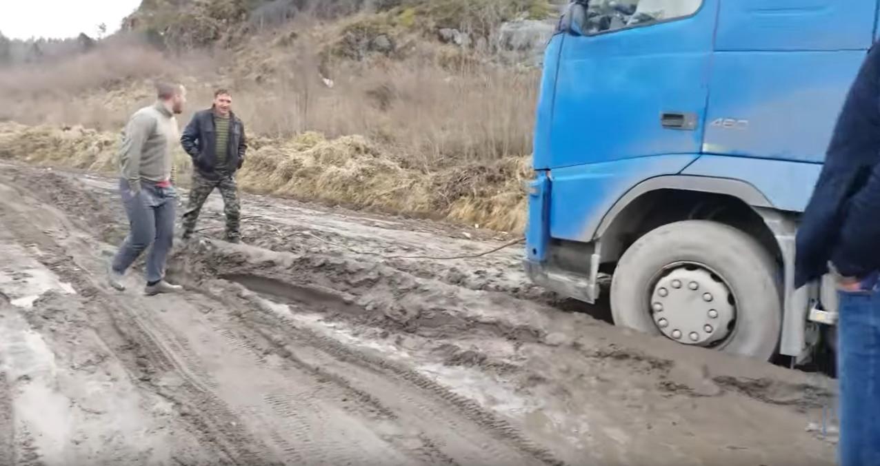 А-121 Сортавала застряли фуры непролазная грязь российские дороги