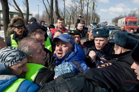 Дальнобойщики заявили о провокации полиции при задержании Андрея Бажутина в Петербурге