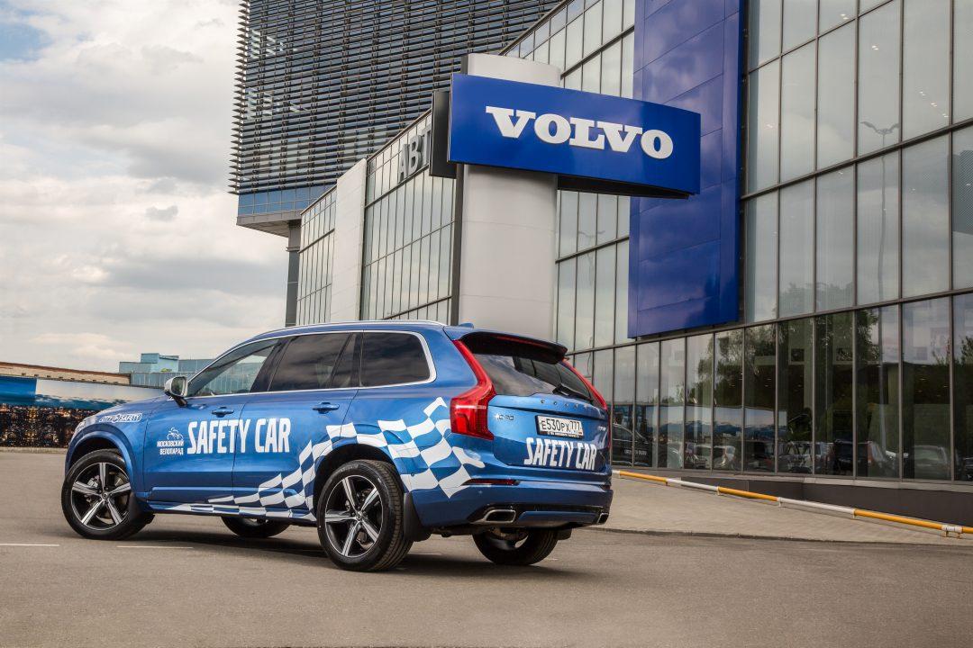 Volvo XC 90 и большой московский велопарад