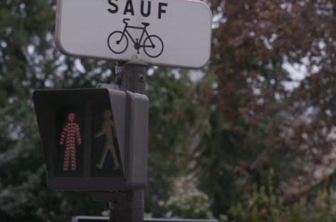 Как отучить пешехода переходить дорогу на красный?