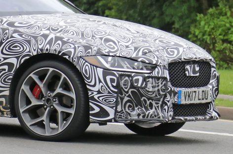 Jaguar испытывает новый XE SVR
