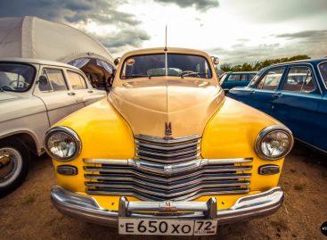 В Екатеринбурге прошел показ тюнингованных ретроавтомобилей