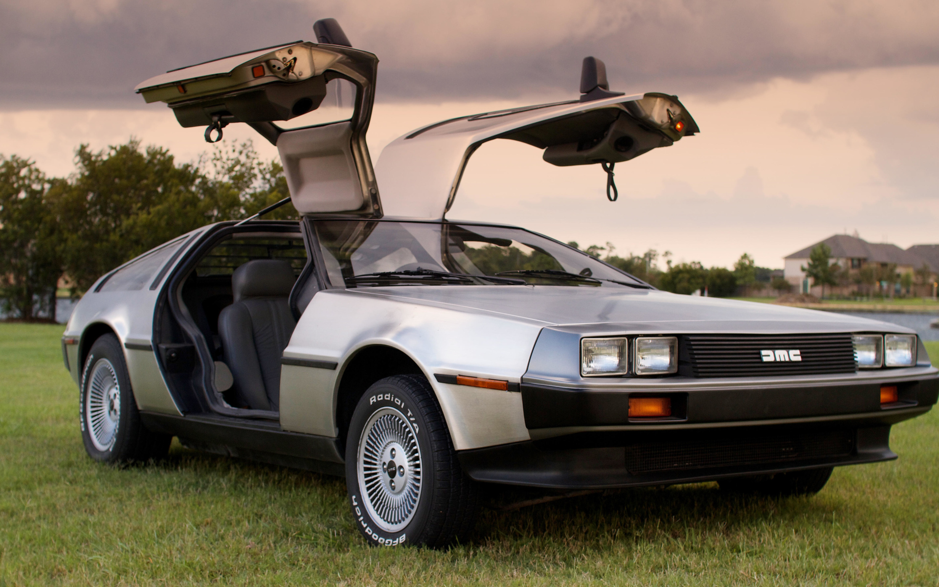 DeLorean из фильма Назад в будущее