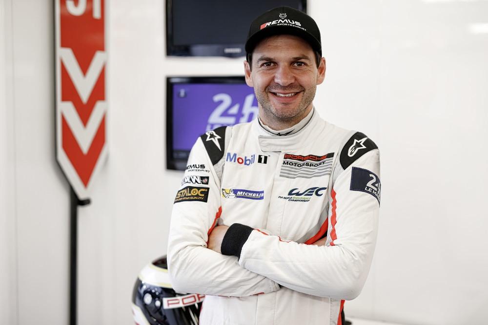 Пилот Porsche GT Team Рихард Литц